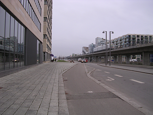 On the right, the Metro, near the Bella Center. In the foreground you can see the dedicated, curbed bicycle path, common throughout the city.
